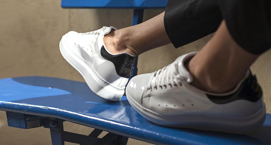 Con le scarpe rialzanti da uomo per l estate 2018 riuscirete a completare  tutti i vostri look con personalità. In occasione delle sfilate di questi  ultimi ... b9dd919c5c3